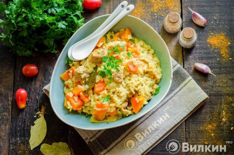 Плов из пропаренного риса со свининой