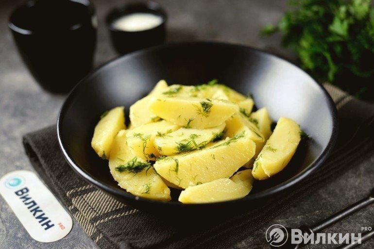 Вареная картошка с маслом и укропом