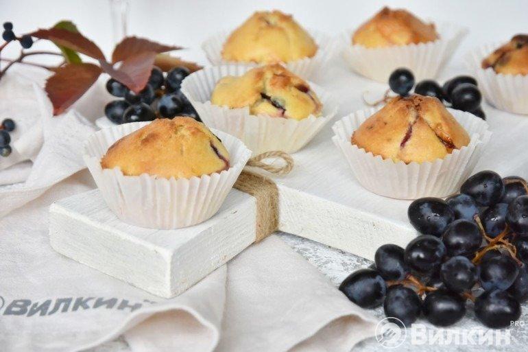 Ароматные кексы с виноградом и сыром