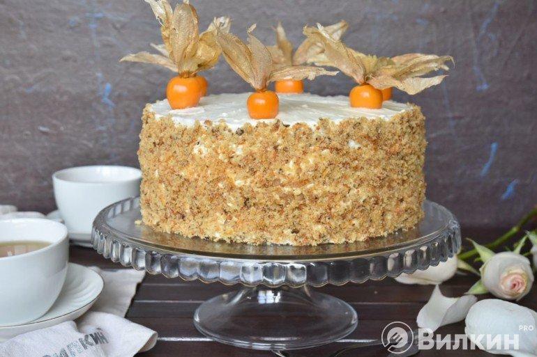 Морковный торт с грецкими орехами: бисквит получается сочным, мягким и ароматным