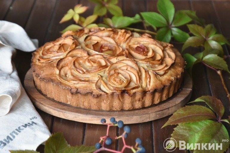Шарлотка с яблоками проще простого: рецепт для ленивых