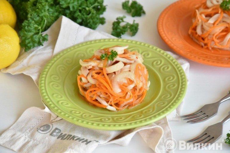 Салат с кальмарами и корейской морковью: необыкновенный пикантный вкус