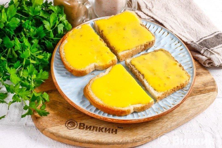 Хлеб с майонезом