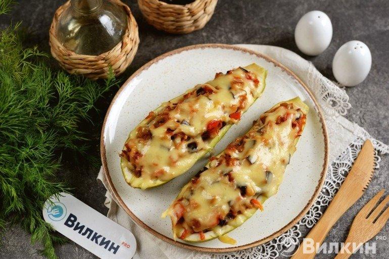 Запеченные кабачки, фаршированные овощами: вкусно и сочно