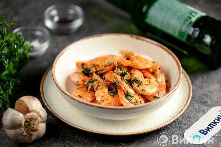 Креветки, жареные на сливочном масле с чесноком: закуска-деликатес за 5 минут
