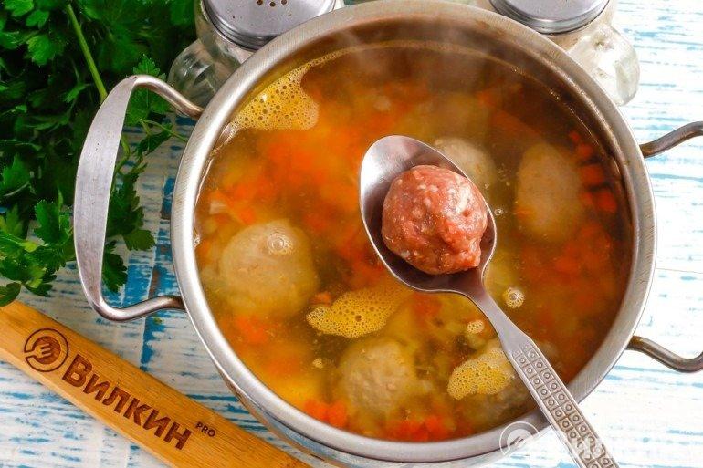 Добавление фрикаделек в суп