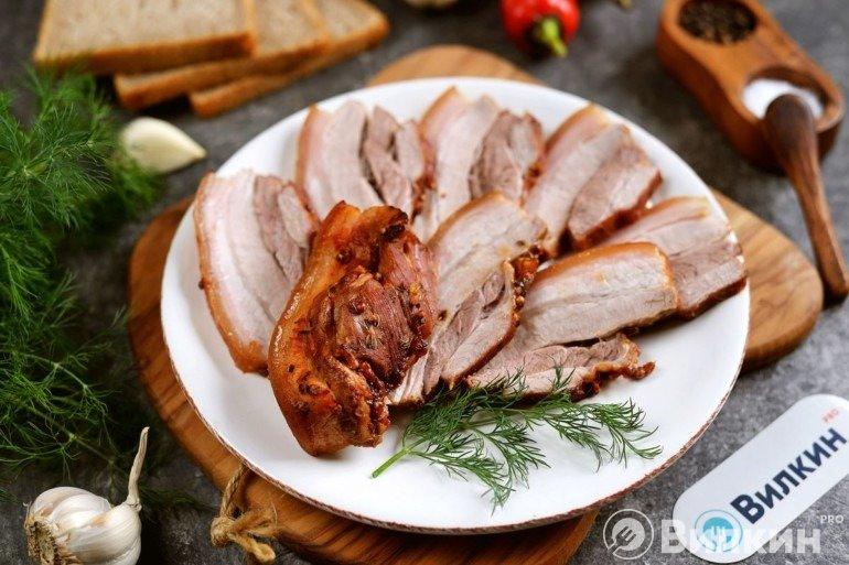 Запеченная свиная грудинка