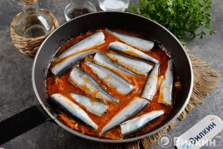 Закладка рыбы и тушение