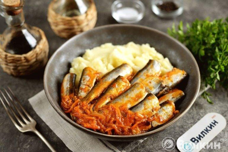 Тушеная салака: готовится быстро, получается вкусно