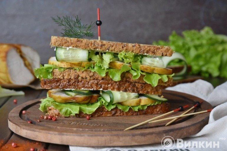 Бутерброды с курицей для сытного перекуса