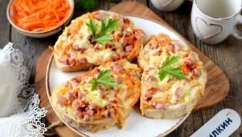 Горячие бутерброды с сосиской и сыром