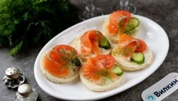 Бутерброды с красной рыбой и маслом