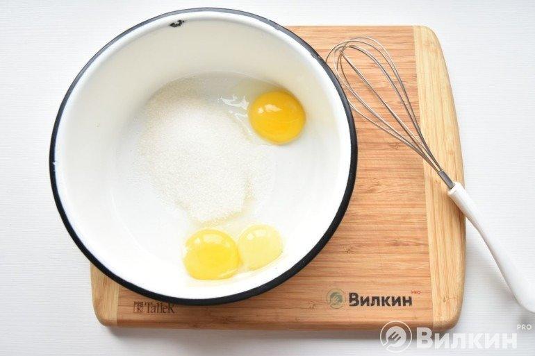 Молоко, яйца и сахар