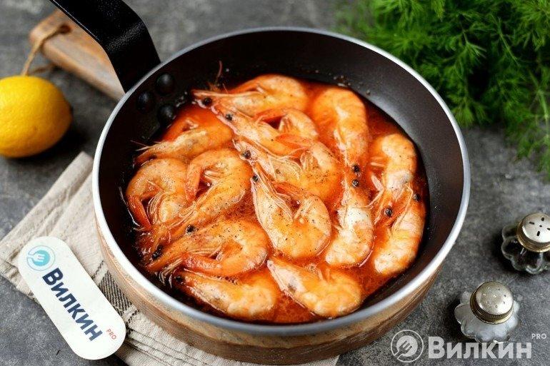 Креветки в томатном соусе на сковороде