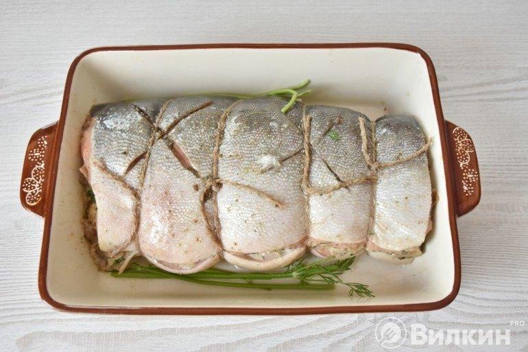 Перевязанный лосось в форме