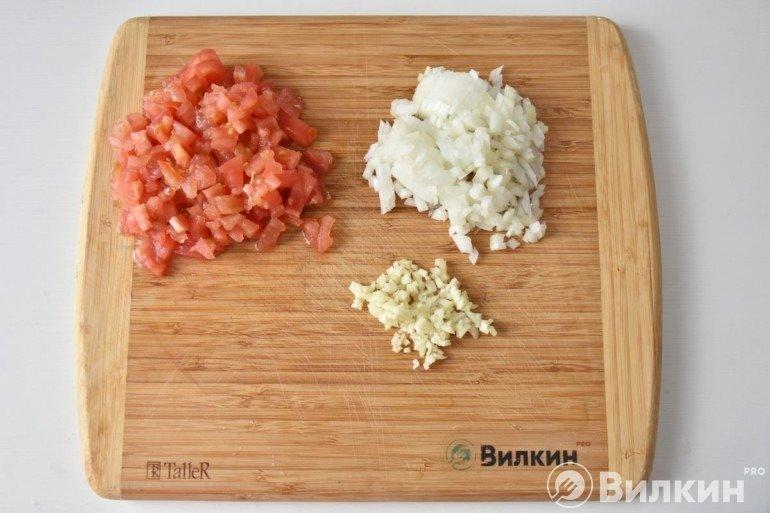 Лук, томаты и чеснок