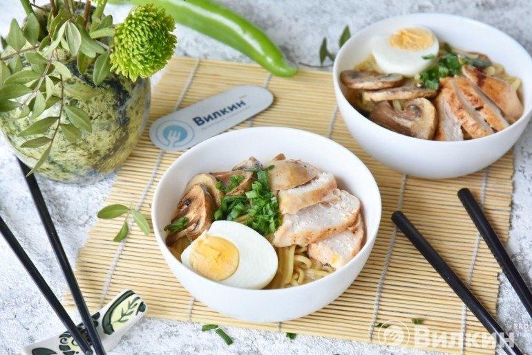 Суп-лапша с грибами и курицей