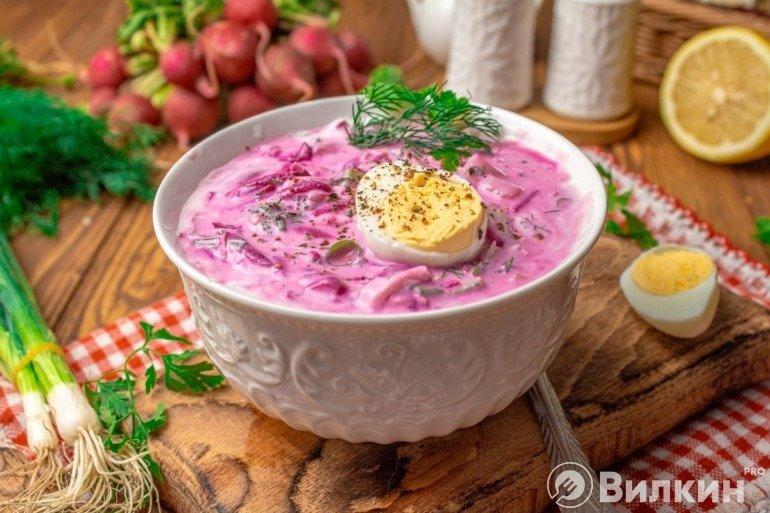 Холодный суп окрошка со свеклой