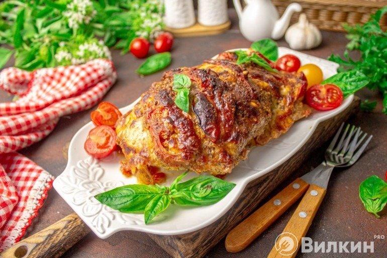 Запеченная индейка с помидорами и сыром на ужин