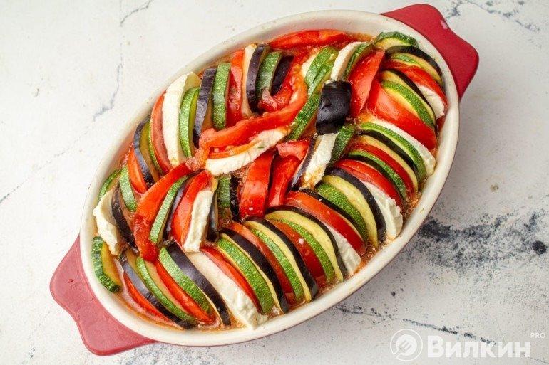 Укладка нарезанных овощей по кругу