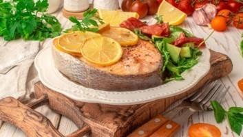 Семга с лимоном, запеченная в духовке