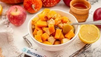 Тыква кусочками с яблоками и медом в духовке